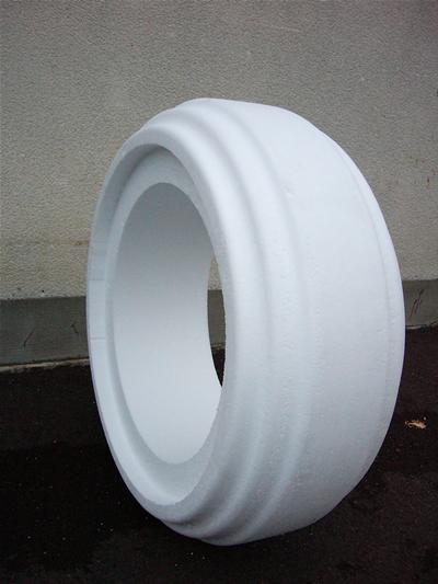 発泡スチロール製のタイヤ
